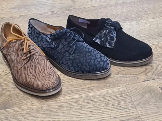 chaussure tout cuir semelle en véritable crêpe pour un confort extra.