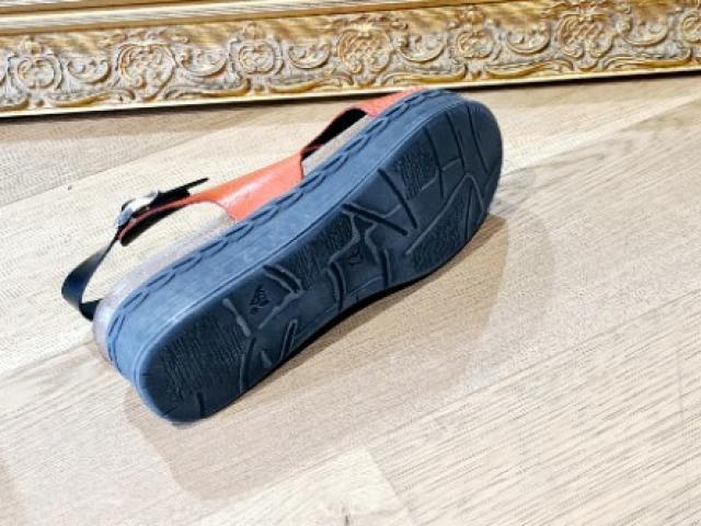 sandale chacal écoresponsable cuir et caoutchouc recyclé .