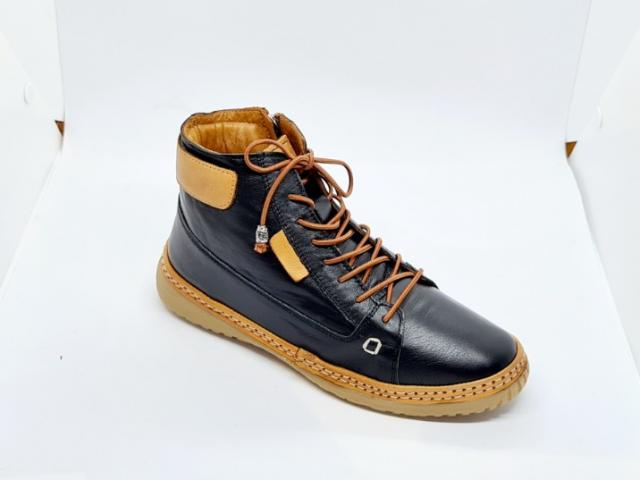 Chaussure Madory 100% cuir semelle intérieur moelleuse et caoutchouc naturel.