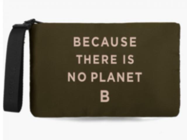 pochette de chez ecoalf la marque ecologique 100%recyclé (LUPIA)