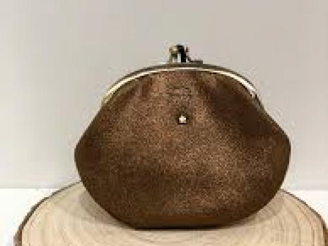 Grand porte monnaie en cuir Mila Louise modèle Oro .