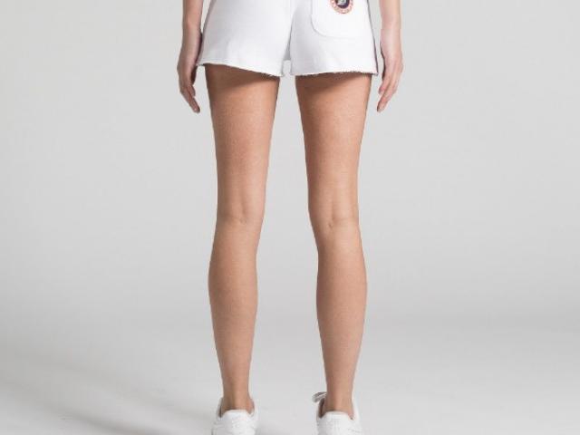 Short court  Sweet Pants matériaux naturelle tout confort .