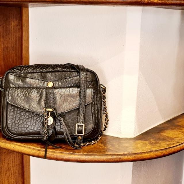 sac Mila louise modèle ORELIA cuir de haute qualité sans chrome.