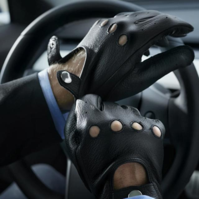 Gants en cuir de Cerf, une seconde peau pour conduire et avoir du style.
